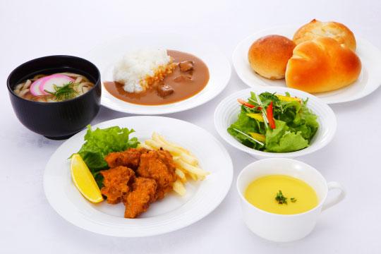 ②お好みの前菜を楽しむ
