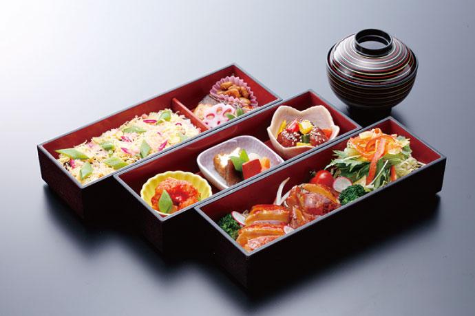 近江地鶏と滋賀の郷土料理の三段重「初」